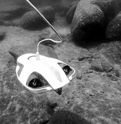 国内首台水下智能清洗机器人投入商用